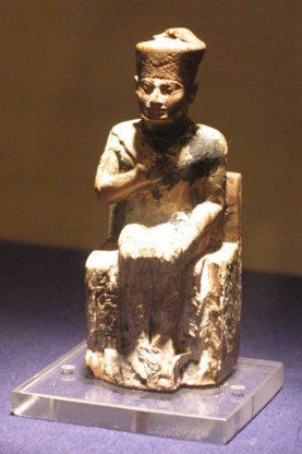 egyptian art depicted by Khufu Statuette